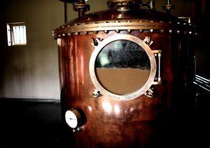 Rum in der Destilliere in Mauritius